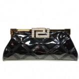 Клатч из лакированной кожи от Versace.